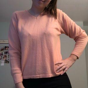 Bloomingdales beautiful sweater size L 🧳posh box